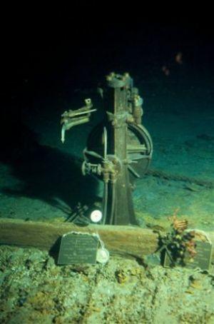 Titanic-underwater-2